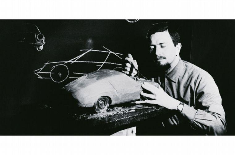 FOTO: 1951, llama la atención internacional ganando su clase en LeMans con el 356 SL