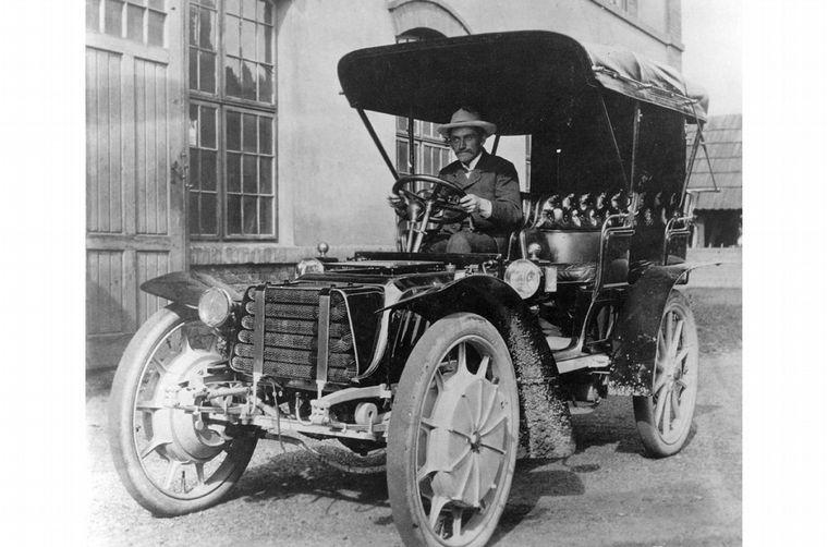 """FOTO: En 1901, diseñó este """"híbrido"""" eléctrico-térmico, el primero de la historia"""