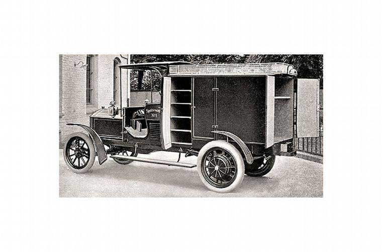 FOTO: Ferdinand Porsche en su híbrido, en 1903