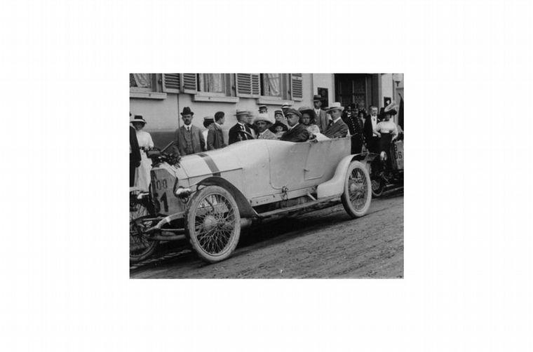 FOTO: Entró en Daimler en 1906, este es un Mercedes eléctrico para repartir comidas
