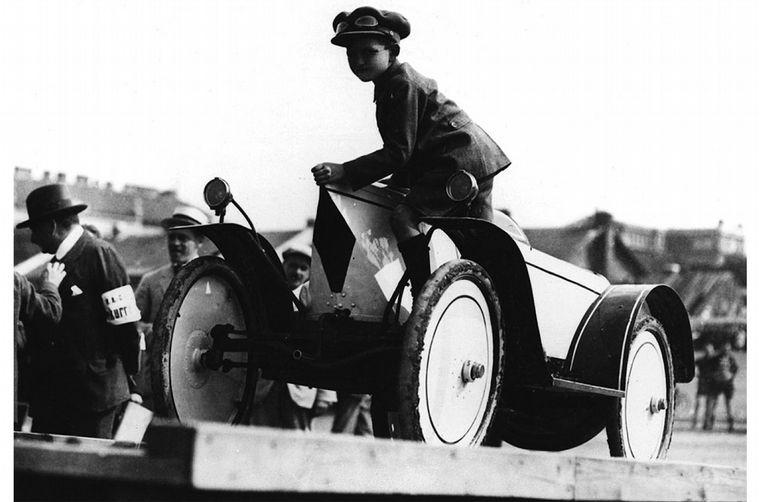 FOTO: Los hermanos Ferry y Louise Porsche, en 1915