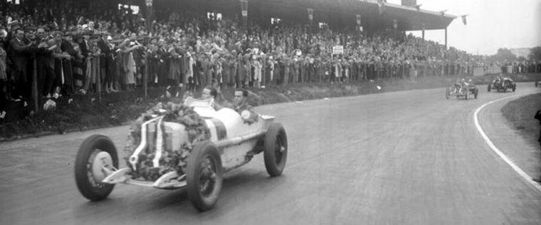 """FOTO: El auto Grand Prix, """"Type Monza"""" el primer 8 cilindros, ganará el GP alemán en Berlín"""
