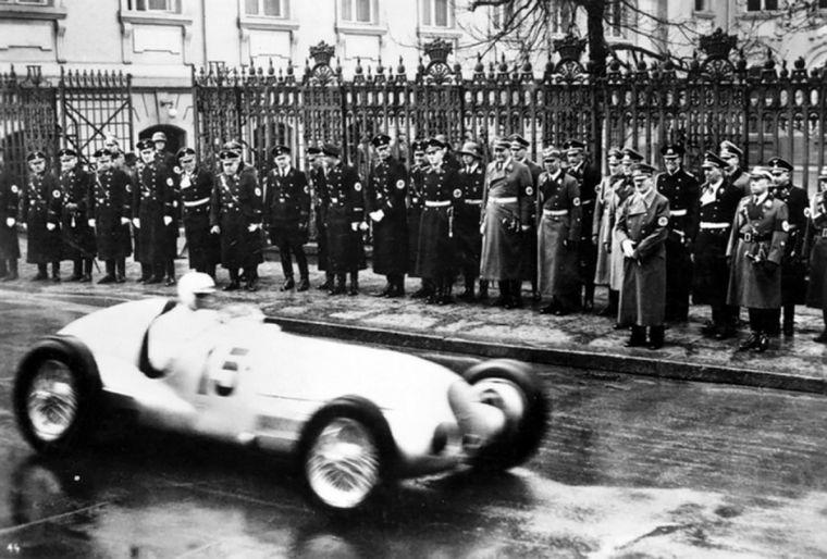 """FOTO: En 1931 se independiza, buscaba fabricar el auto popular, el """"volkswagen"""""""