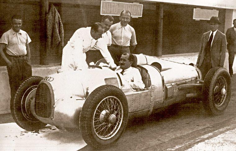 FOTO: Ferdinand Porsche probando el Tipo C