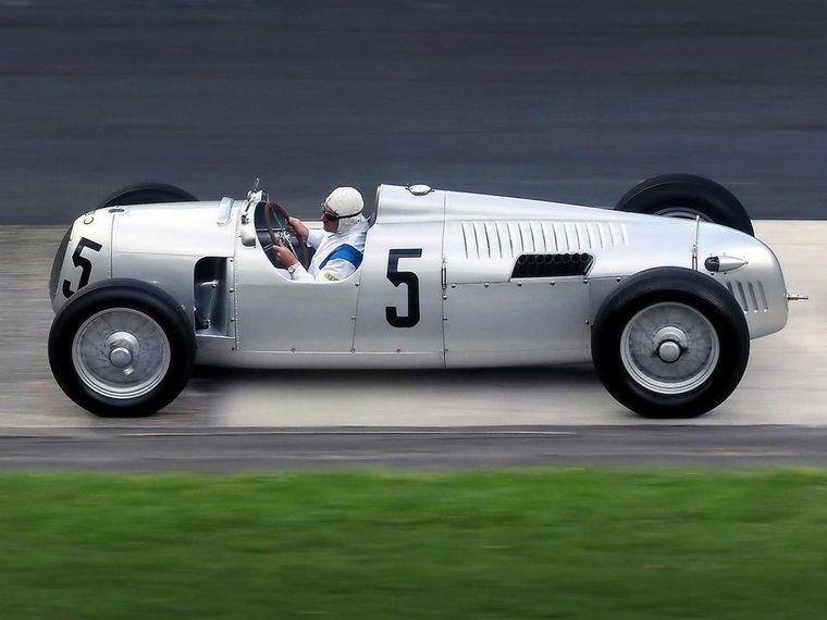 FOTO: Hans Stuck y Ferdinand Porsche, el piloto hizo el contacto con Hitler