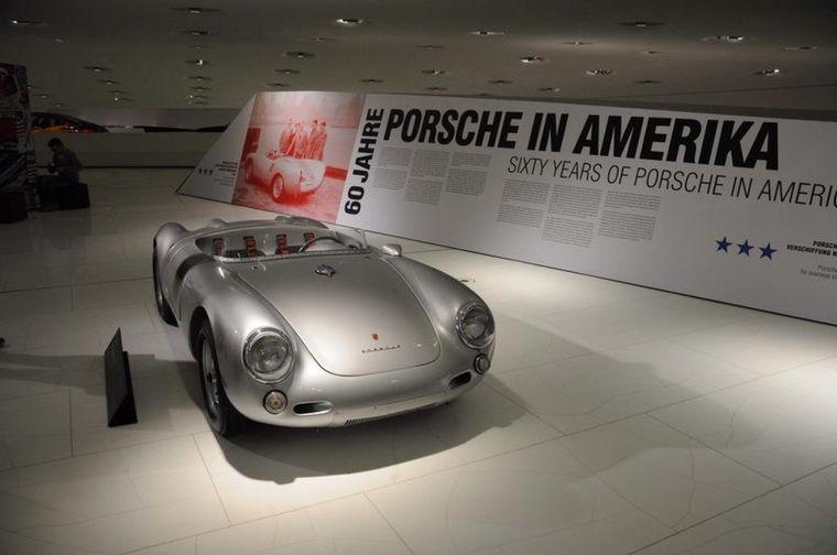 """FOTO: Con la base del """"auto del pueblo"""", el 356 se convertía en un símbolo de 'status'"""
