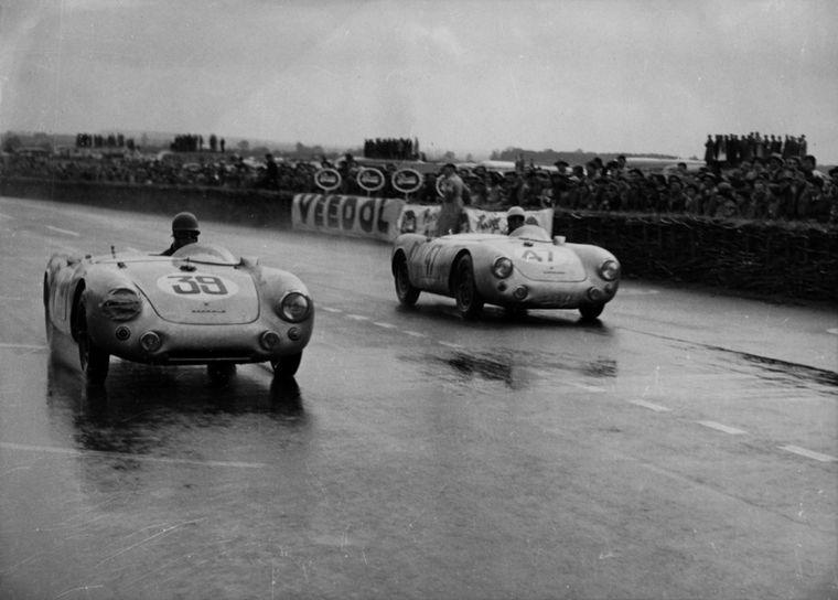 FOTO: Ferry Porsche y su director de carreras Huchske von Hanstein en Le Mans 1953
