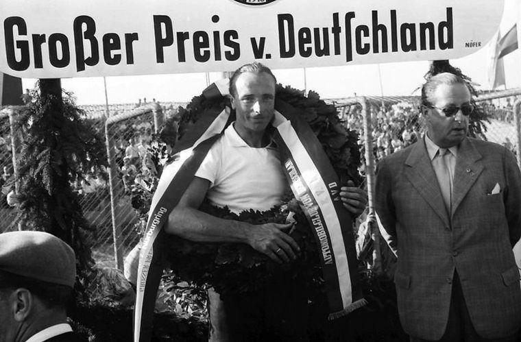FOTO: El jefe -Ferry Porsche- vela sus 'armas' para las 24 Horas de 1956