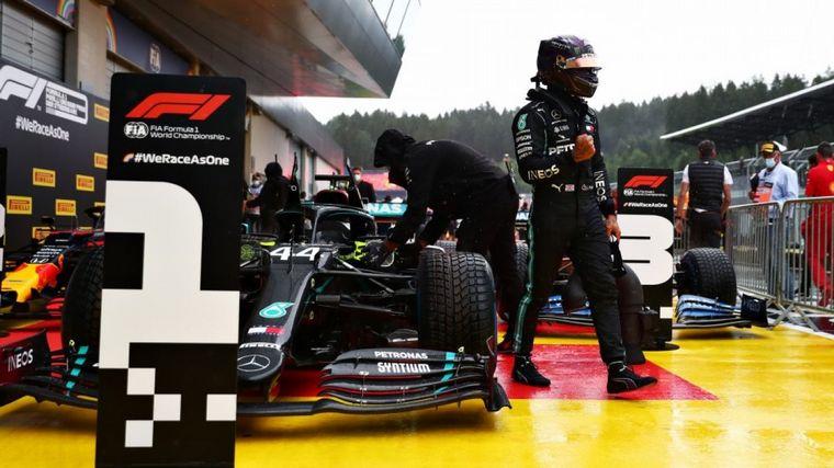 FOTO: Verstappen se batió con todo lo que tenía, pero no pudo con Hamilton ni con su W11