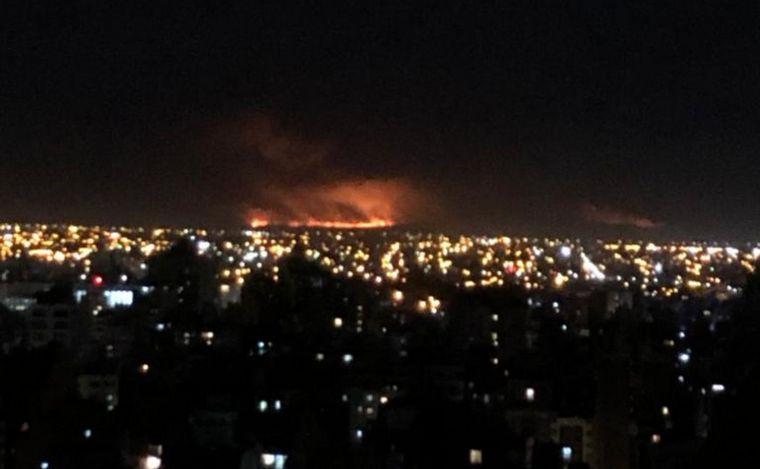 AUDIO: 11 dotaciones de bomberos y siete cuarteles combaten el incendio en La Calera