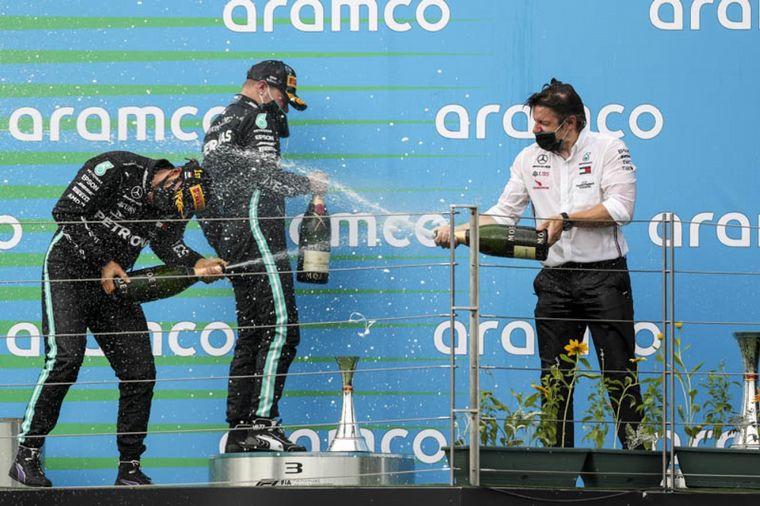 """FOTO: Hamilton dijo de la carrera húngara: """"una de mis favoritas"""""""