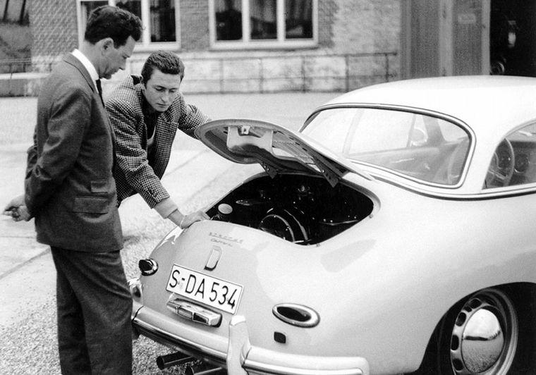 FOTO: En 1958, aun pleno de éxitos, Ferry Porsche sabe que hay que reemplazar el 356