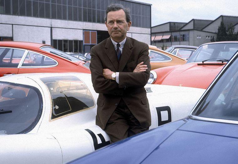 FOTO: El nuevo coche se presenta en el Salón de Frankfurt de 1963 como Porsche 901