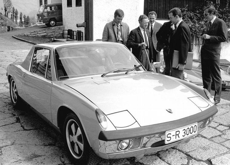 FOTO: Ferry Porsche tuvo gran visión para encarar el cambio de modelo de la marca