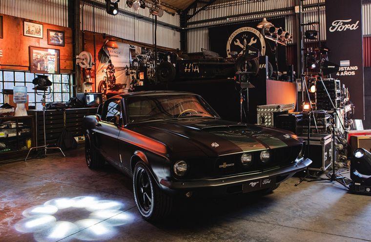 FOTO: Las nuevas generaciones de Mustang en el Herencia Custom Garage.