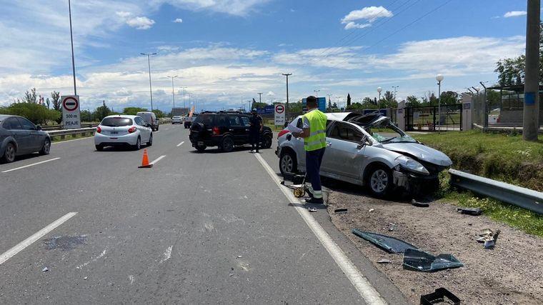 FOTO: Estrelló el auto tras una persecución policial en Córdoba