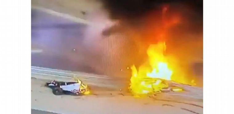 FOTO: Instante en el que el Haas de Grosjean impacta y sube la columna de fuego
