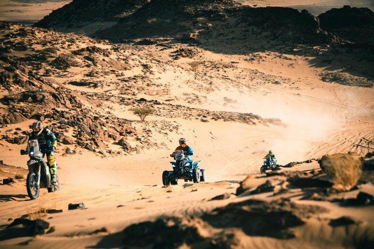 FOTO: Nico en el bivouac de Wadi Ad Dawasir con C3M