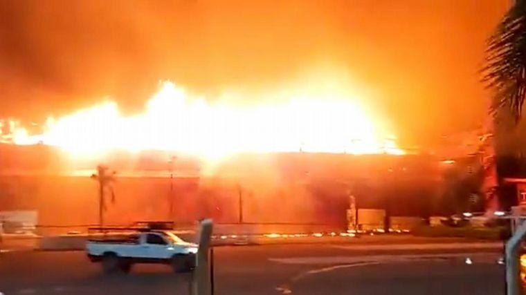 FOTO: Bomberos santiagueños tras controlar el fuego en el Circuito Termas de Río Hondo