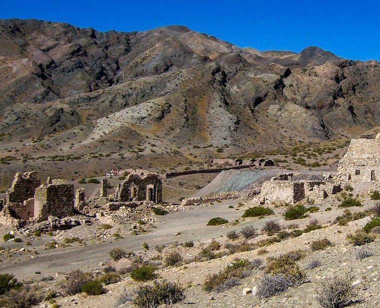 FOTO: El pueblo minero abandonado que atrae al turismo en Mendoza
