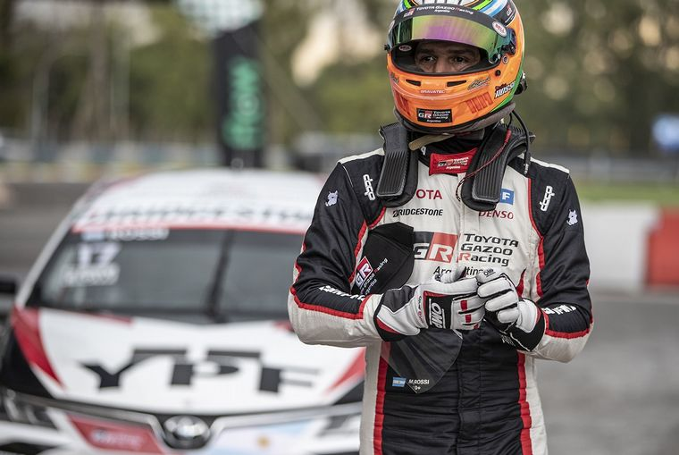 FOTO: Rossi a bordo se su Corolla, la imagen del año del Súper TC2000.
