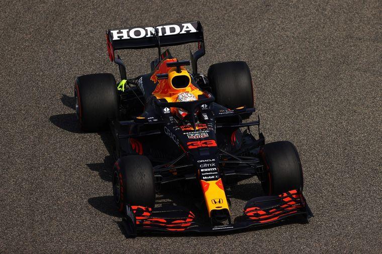 FOTO: En una pista caliente, Max Verstappen encabezó la FP1
