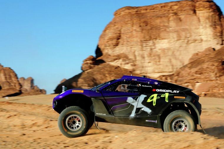 FOTO: Fernando Agag, el CEO de Extreme E, y el plantel de pilotos en Al-Ula