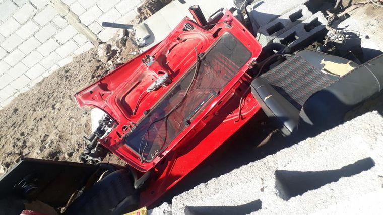 FOTO: Le robaron y desarmaron el auto en 40 minutos