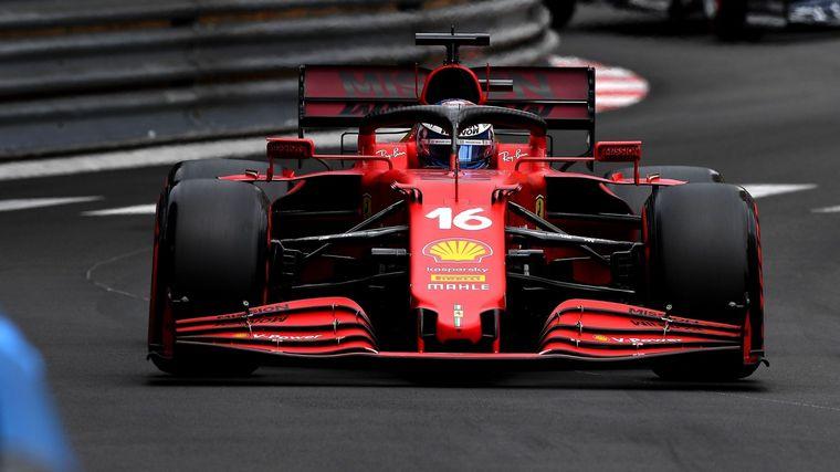 FOTO: Destrozada pero invencible, la Ferrari SF21 de Leclerc en Mónaco