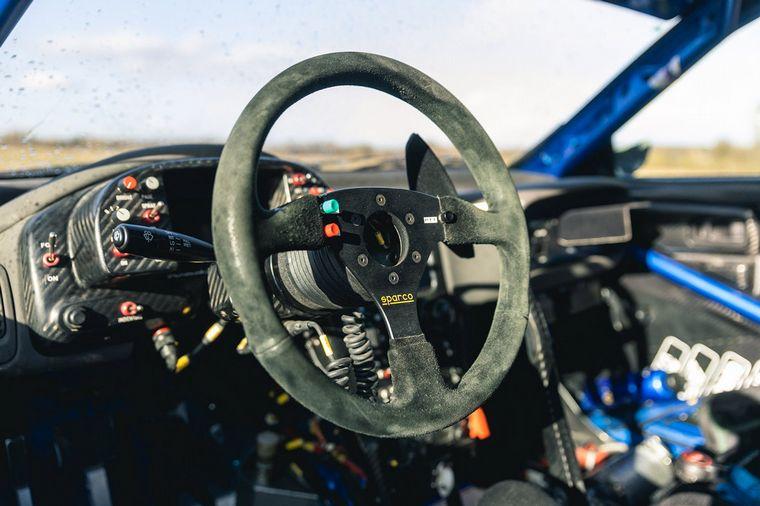FOTO: El Subaru de Richard Burns del 2000, a la espera de nuevo dueño.