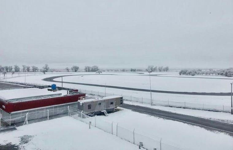 FOTO: La nevada en el 'Cabalén', la recta principal y la tribuna