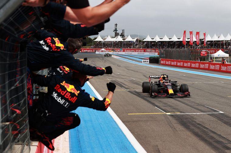 FOTO: Verstappen gana en Francia y todo Red Bull lo festeje en Paul Ricard