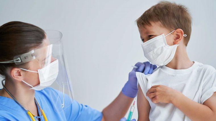 AUDIO: Familias de niños con discapacidad reclaman por vacunas Pfizer