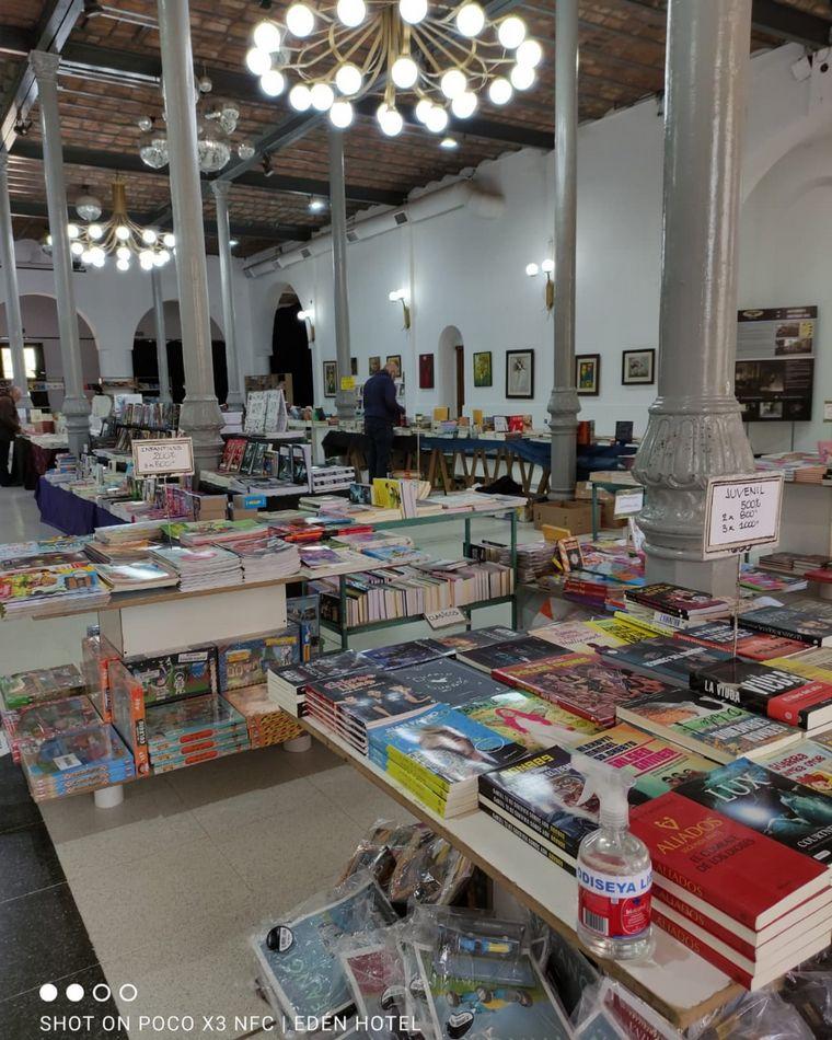FOTO: El Hotel Edén presenta su primera Feria del Libro