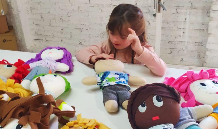 FOTO: La fábrica de muñecas Vasalisa apuesta a los juguetes diversos