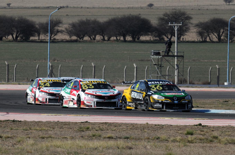 FOTO: Cae la bandera, Rossi gana su tercer del año y la 42° de su campaña en STC2000