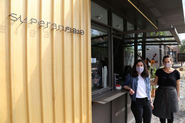 FOTO: Superanfibio café en Villa Allende.