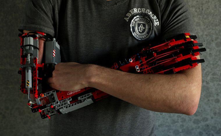 FOTO: Fabrica prótesis con Legos
