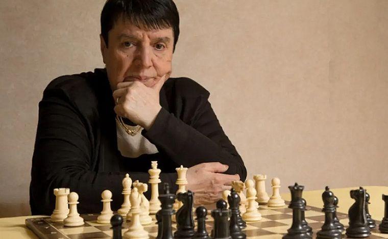 FOTO: Una ajedrecista histórica demandó a Netflix por cómo la describen en Gambito de dama.