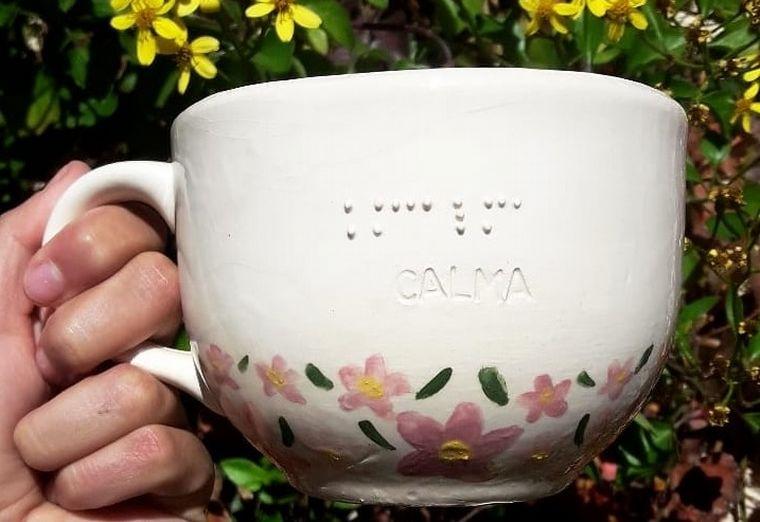 FOTO: Tazas en braille de Punto Braille