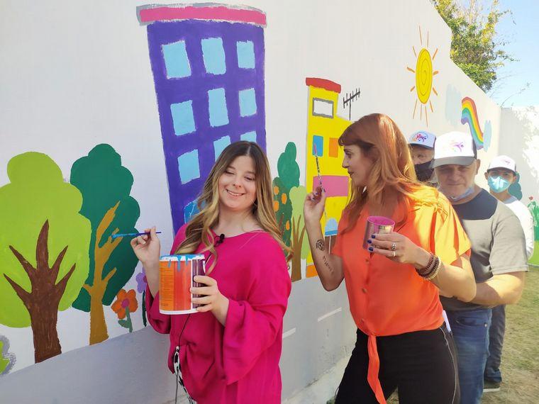 AUDIO: Un mural a todo color en barrio Alto Alberdi que embelleció un baldío de la ciudad
