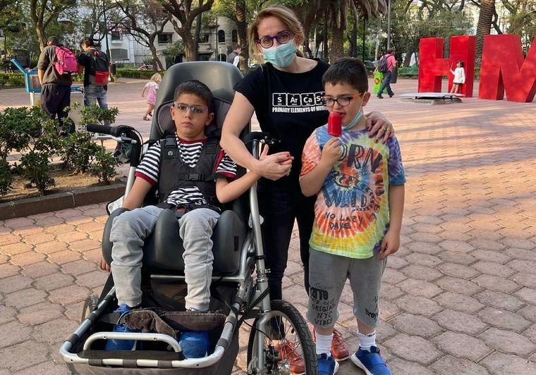 """AUDIO: """"Tener un hijo con parálisis duele, pero no nos paralizó"""