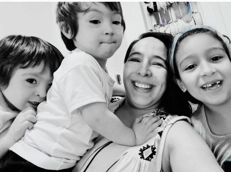FOTO: Vero, los mellis Bauti y Benja y Cande, su hermana mayor